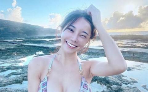 巫苡萱泡温泉「晒X型美胸」蜜桃美尻洩私密刺青