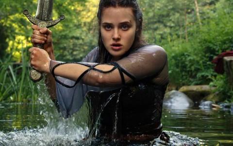 「钢铁人」女儿化身女神 《天命之咒》获神力发威抗敌