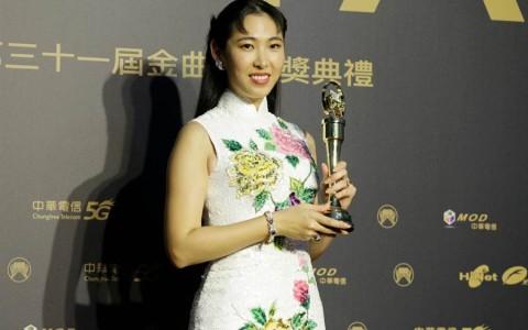王若琳翻唱夺国语专辑网炸了 轰鼓励山寨